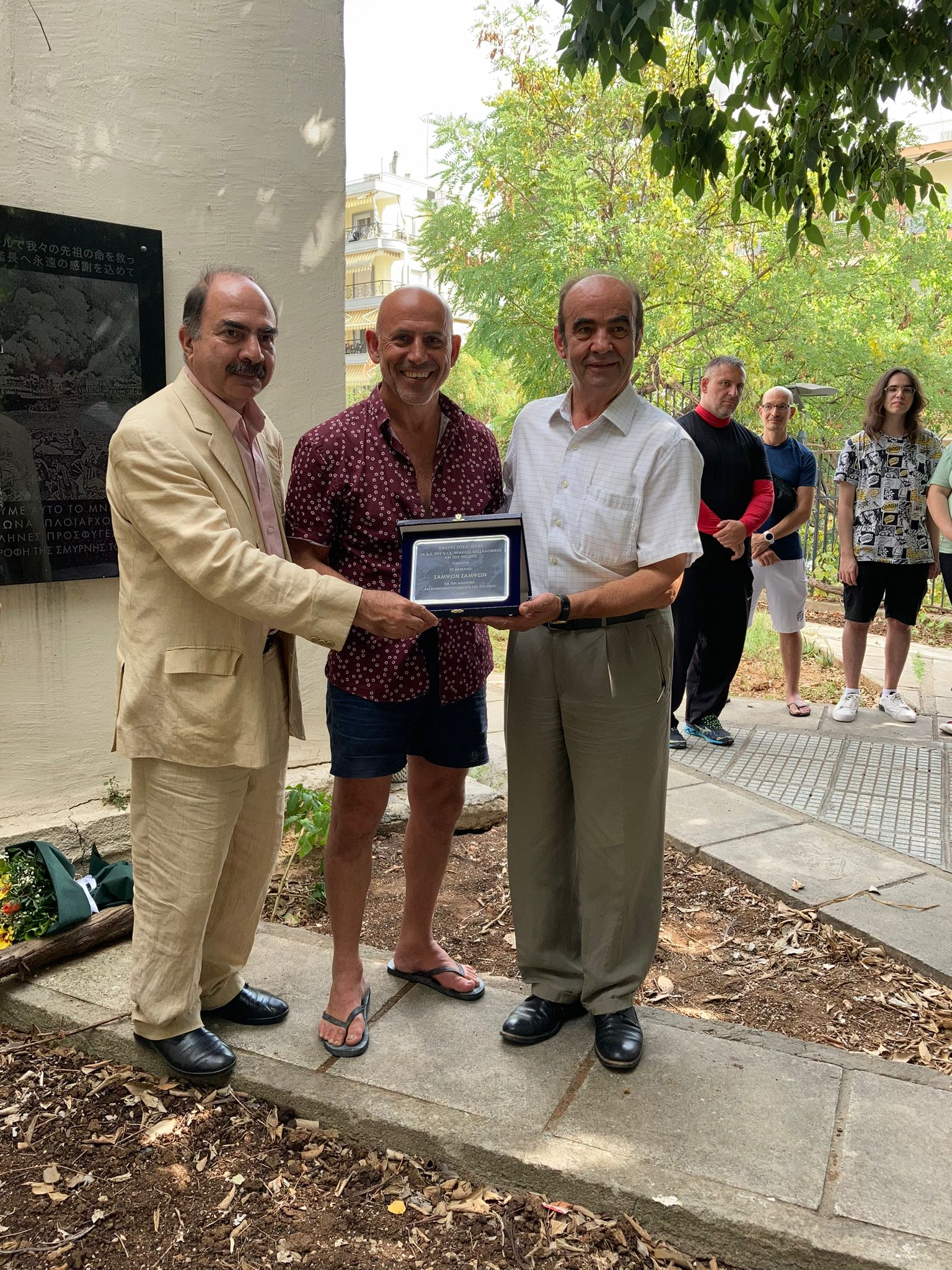 Sampson Sampson presented with award in Greece